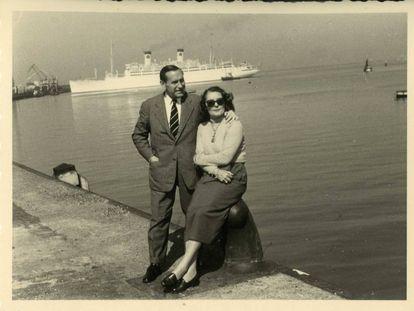 Pedro Urraca con su mujer, Hèléne.