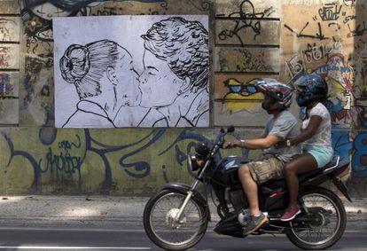Cartaz de la artista Cela Luz, en el Rio.