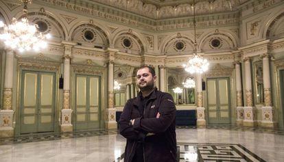 Celso Albelo, en el Salón de los Espejos del Liceo de Barcelona.