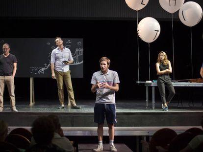 Escena de 'Un enemigo del pueblo', dirigida por Álex Rigola en el teatro Kamikaze.