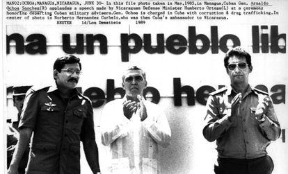 Ochoa, a la derecha, en Managua en 1985.