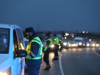 Control de la Guardia Civil en la A-4 en el límite entre Madrid y Castilla-La Mancha, el pasado día 7.