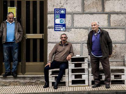 Vecinos de O Irixo (Ourense), en una imagen de febrero de 2020.