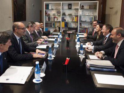 Los rectores de las universidades públicas valencianas con los consejeros de Hacienda y Educación.