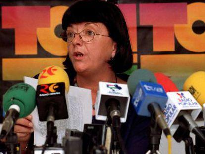 La abogada de la Coordinadora de Itoiz, María José Beaumont, durante una rueda de prensa en 1991.