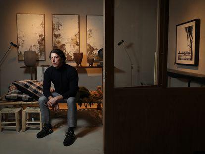 El interiorista Tristán Domecq en su nueva tienda física en el barrio de Salamanca de Madrid.
