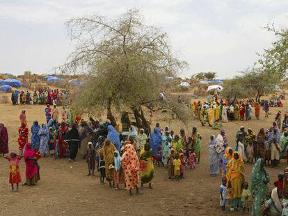 Mujeres sudanesas desplazadas en el campo de refugiados de Zam Zam, en Darfur, en 2004.