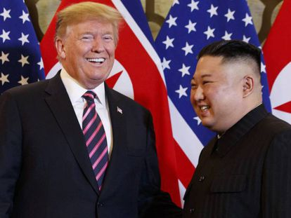 Donald Trump y Kim Jong Un, en Hanói este miércoles. En vídeo, Trump en explica su encuentro con el líder asiático.