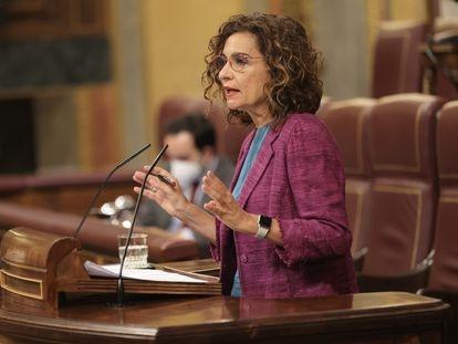 La ministra de Hacienda y Función Pública, María Jesús Montero, ayer en el pleno de control al Gobierno en el Congreso.