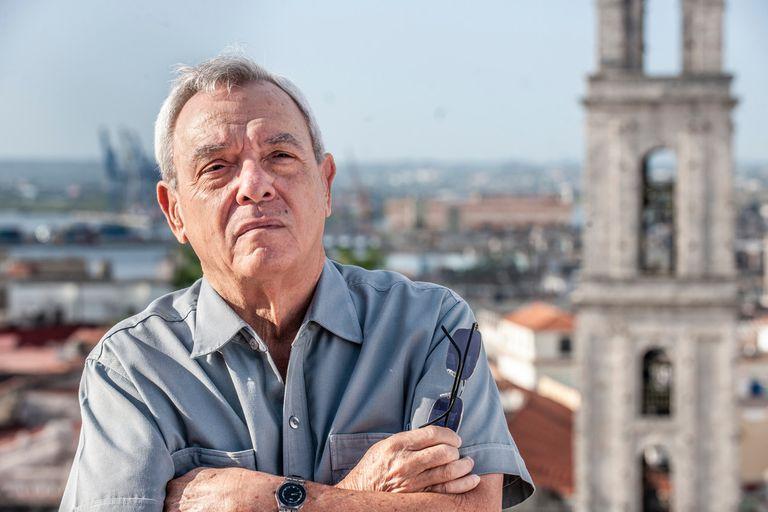 Eusebio Leal, en la Plaza de San Francisco de Asís, en La Habana, Cuba