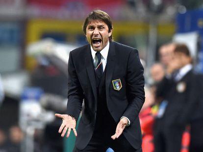 Antonio Conte, en un partido con Italia.