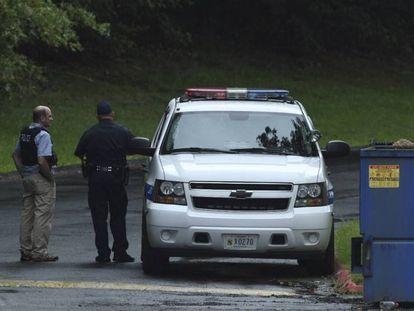 Dos agentes de policía este jueves en Harford, donde ha habido un tiroteo.