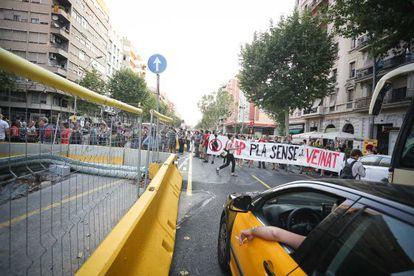 Manifestación de vecinos del Paral·lel contra la reforma de la avenida
