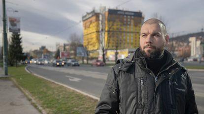 Dzemil Hodzic, en la conocida como Avenida de los Francotiradores, en Sarajevo.