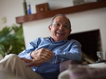 El escritor y periodista Héctor Aguilar Camín en su casa de Ciudad de México en  2016.