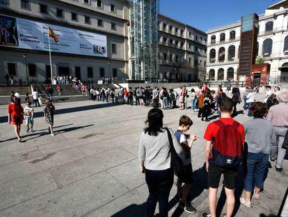 Cola de visitantes en el Museo Reina Sofía, de Madrid.