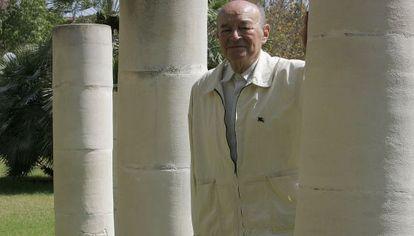 El catedrático Ramón Martín Mateo en una foto en el campus en 2006.