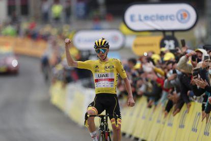 Pogacar celebra su triunfo en la 18ª etapa del Tour de Francia.
