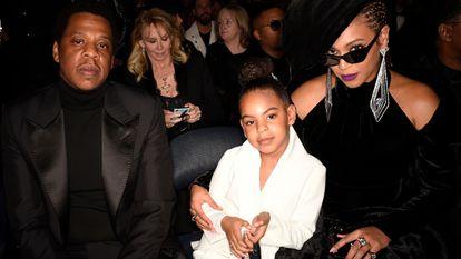 Jay-Z y Beyoncé junto a su hija, Blue Ivy, en los Grammy de 2018 en Nueva York.
