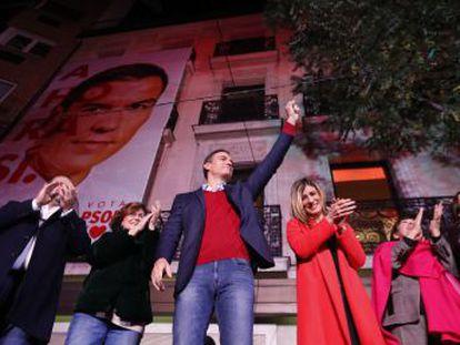 El PSOE cae tres escaños, PP y Vox suben, Podemos se debilita y Ciudadanos se hunde