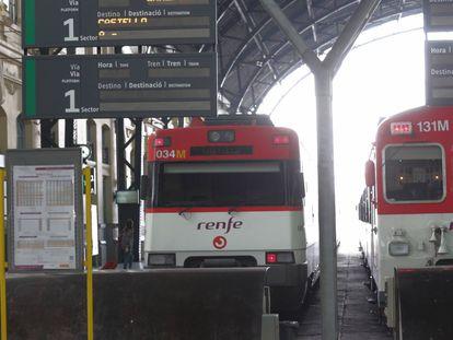 Tren Cercanías con destino a Castellón en la Estación del Norte de Valencia.