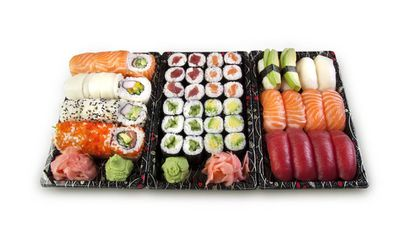 Una bandeja de comida japonesa.
