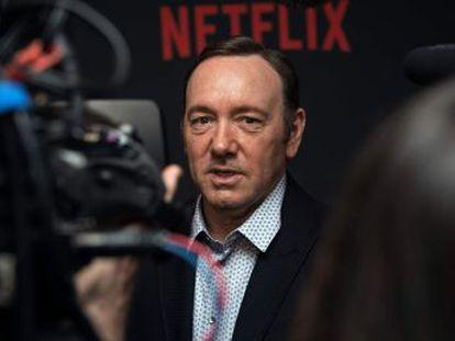 El actor no recibirá el Emmy honorífico tras la acusación de acoso.