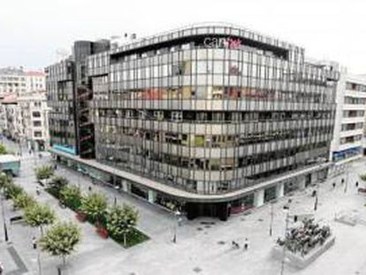 Antigua sede de Caja Navarra, en Pamplona.