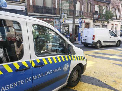 Radar móvil instalado en el tramo regulado de la calle Galileo de Madrid en septiembre de 2017.