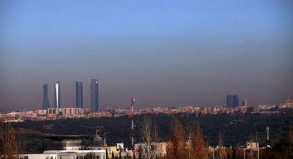 La boina de contaminación en Madrid vista desde la A-6 el día 2.