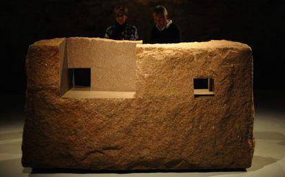 Exposición de Chillida en las Bodegas CVNE.