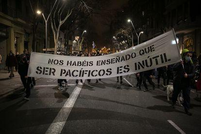 Pancarta en una de las manifestaciones tras el encarcelamiento de Pablo Hasél