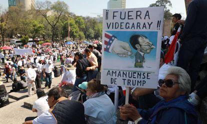 Manifestantes contra Trump en Ciudad de México.