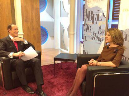 Antonio Jiménez, durante la entrevista a María Dolores de Cospedal en 13 TV.