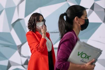 Isabel Díaz Ayuso y Rocío Monasterio, tras el debate electoral organizado en Telemadrid.