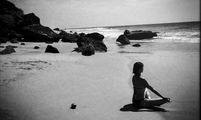 Yoga en Varkala, India. EL PAÍS RETINA recuerda la convenienia de usar protector solar