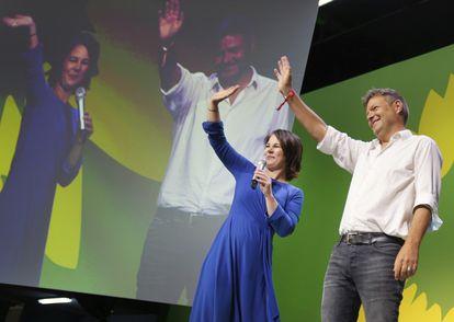 Analena Burbock y Robert Habeck, líderes de Los Verdes, tras conocer los resultados de este domingo.