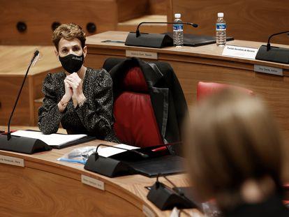 La presidenta del Gobierno de Navarra, María Chivite, durante la intervención de Uxue Barkos (Geroa Bai)en el Parlamento navarro el pasado mes de marzo.
