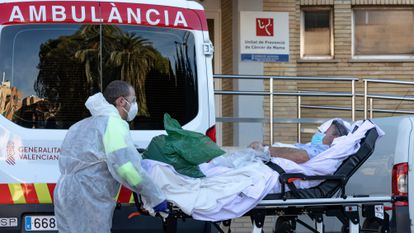 Un enfermo de covid, en el antiguo hospita La Fe de Valén
