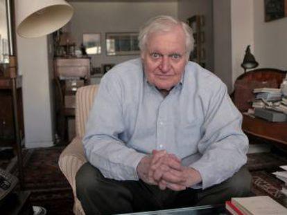 El poeta John Ashbery, en su apartamento de Nueva York en 2008.
