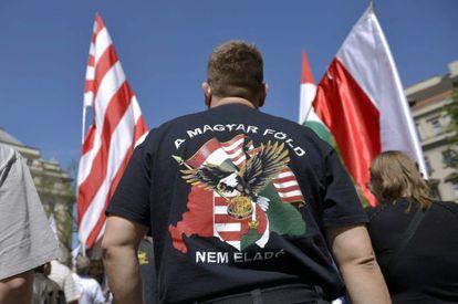 Un seguidor de Jobbik, en una manifestación contra el Congreso Mundial Judío el 4 de mayo en Budapest.
