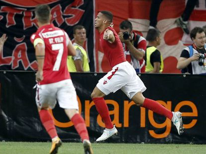 Rivaldinho celebra su gol ante el Athletic.