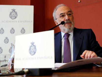 El director de la RAE, Santiago Muñoz Machado, en la rueda de prensa sobre el lenguaje inclusivo en la Constitución, este lunes en Madrid.
