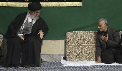 Soleimani saluda al ayatolá Ali Jamenei durante una ceremonia religiosa celebrada el pasado viernes en Teherán.