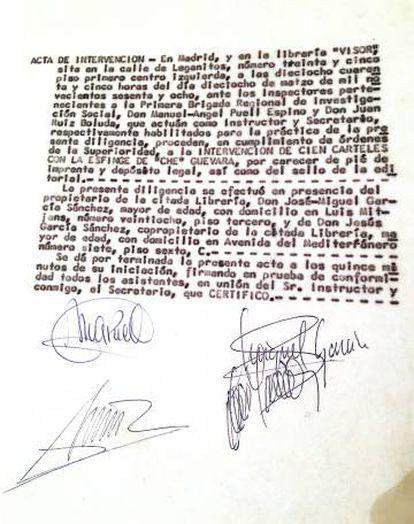 """Documento del secuestro por parte de los censores franquistas de 100 carteles del Che Guevara, incautados con el pretexto de que no tenían """"pie de imprenta y depósito legal, así como el sello de la editorial""""."""