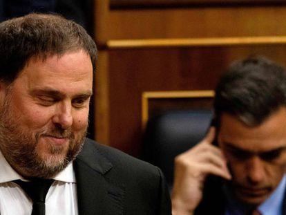El líder de ERC, Oriol Junqueras (izq.), y el del PSOE, Pedro Sánchez (der.), en una imagen de archivo.