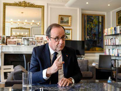 El expresidente de Francia, François Hollande, durante un encuentro con periodistas en su oficina en París, en noviembre de 2020.