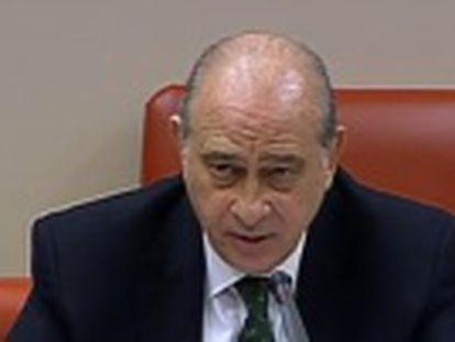 Fernández cambia su versión y la oposición exige el relevo del director del instituto armado