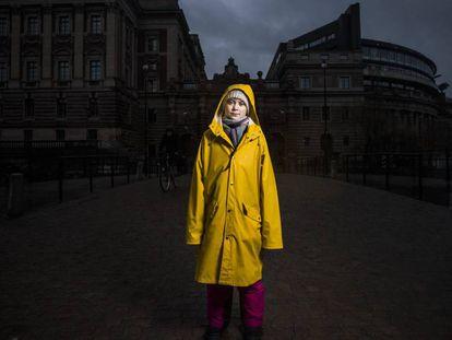 Greta Thunberg, activista sueca medioambiental de 16 años, junto al parlamento sueco, en Estocolmo.