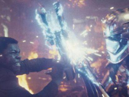 Finn, el personaje de John Boyega, protagoniza uno de los contenidos extras incluidos en el DVD del filme, que sale a la venta el 6 de abril